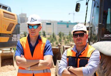 מהנדסים במהלך ניהול ביצוע פרויקט